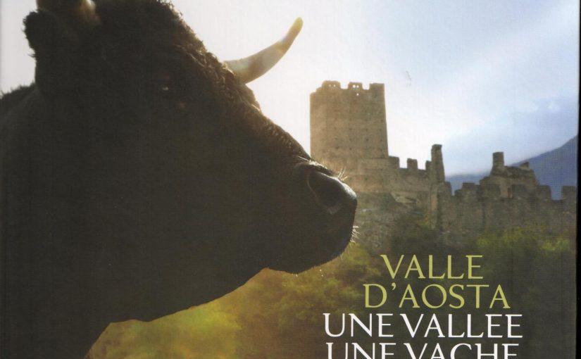 Valle D'Aosta, une vallée, une vache, un monument
